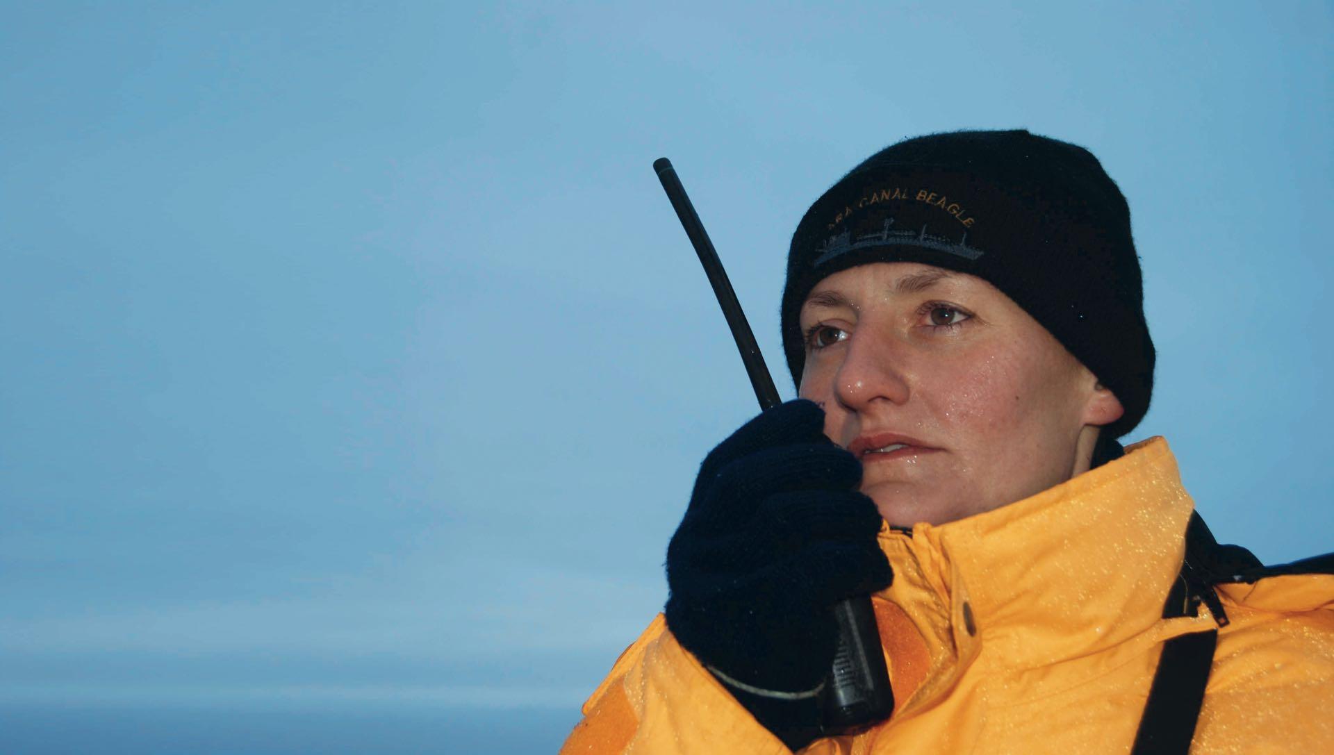 Eliana María Krawczyk (34) nació en Oberá, Misiones, pero hace casi diez años trabaja como submarinista para la base naval de Mar del Plata. Soltera y sin hijos, dedicó su vida a defender el mar argentino. Su familia y amigos esperan noticias.