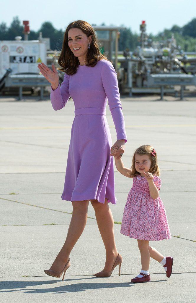 Kate Middleton con un look protocolar en tono lila (Getty)