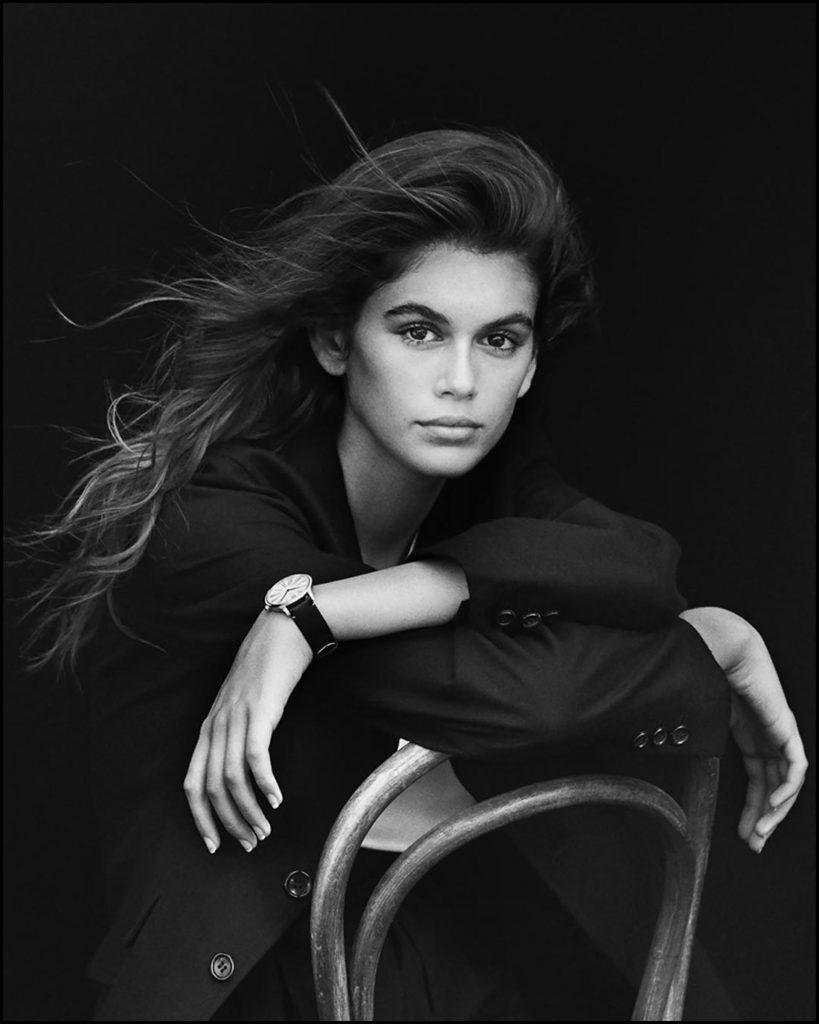 Kaia Gerber pose pour la nouvelle campagne de montres OMEGA, le 12 dÈcembre 2017. Sa mËre C. Crawford est l