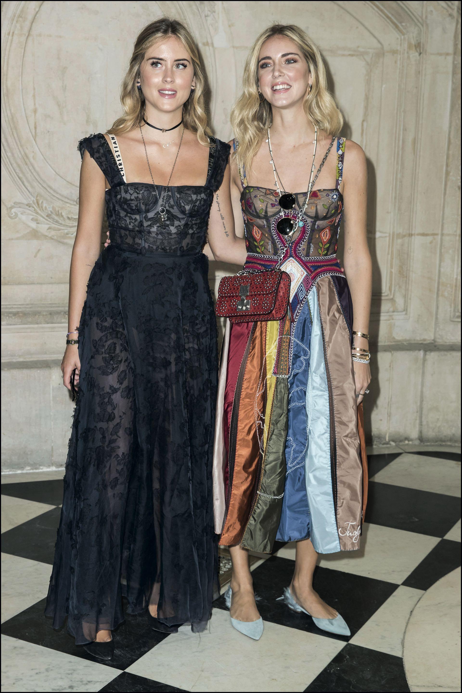 La bloguer y su hermana Valentina en el desfile de Dior. La menor de las Ferragni le sigue los pasos de cerca y cuenta con 1 millón 500 mil seguidores.