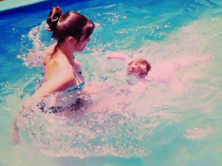 La mamá de Delfina es profesora de natación