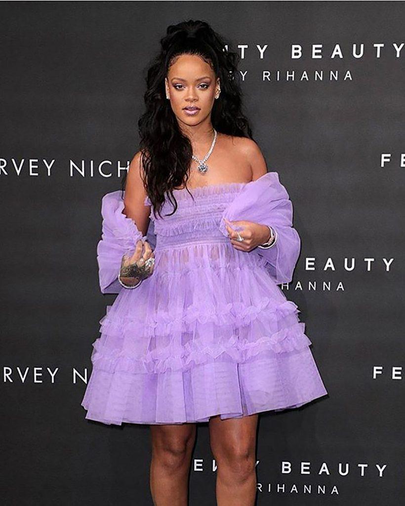 Rihanna con su midress de tull en la presentación de su última colección beauty de Fenty