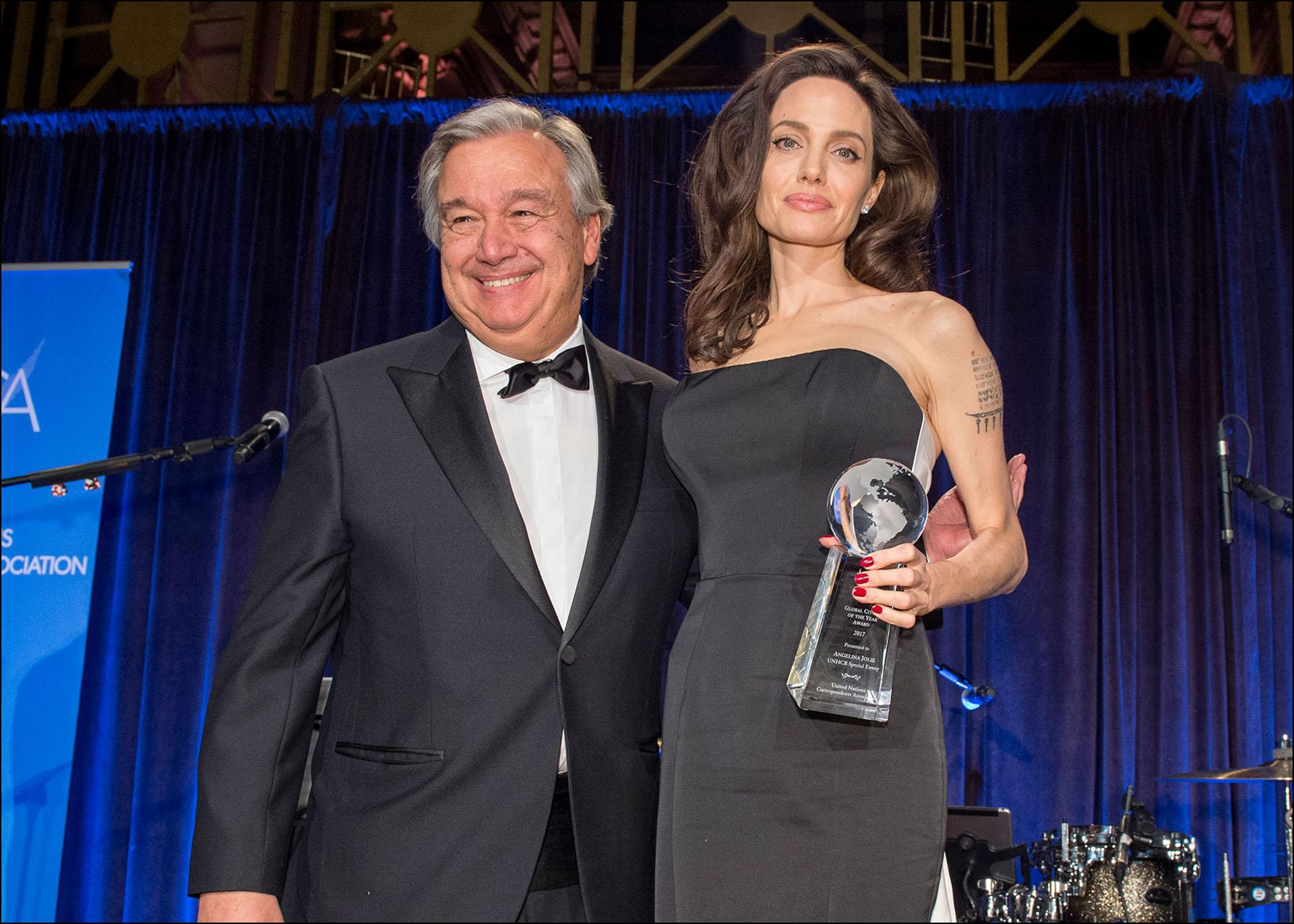 Con el diplomático portugués António Guterres.