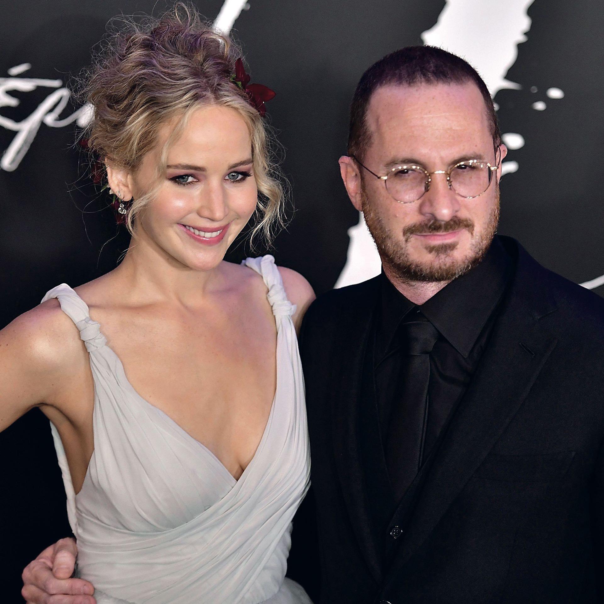 La actriz con su última pareja, el director Darren Aronofsky en el estreno de Mother!