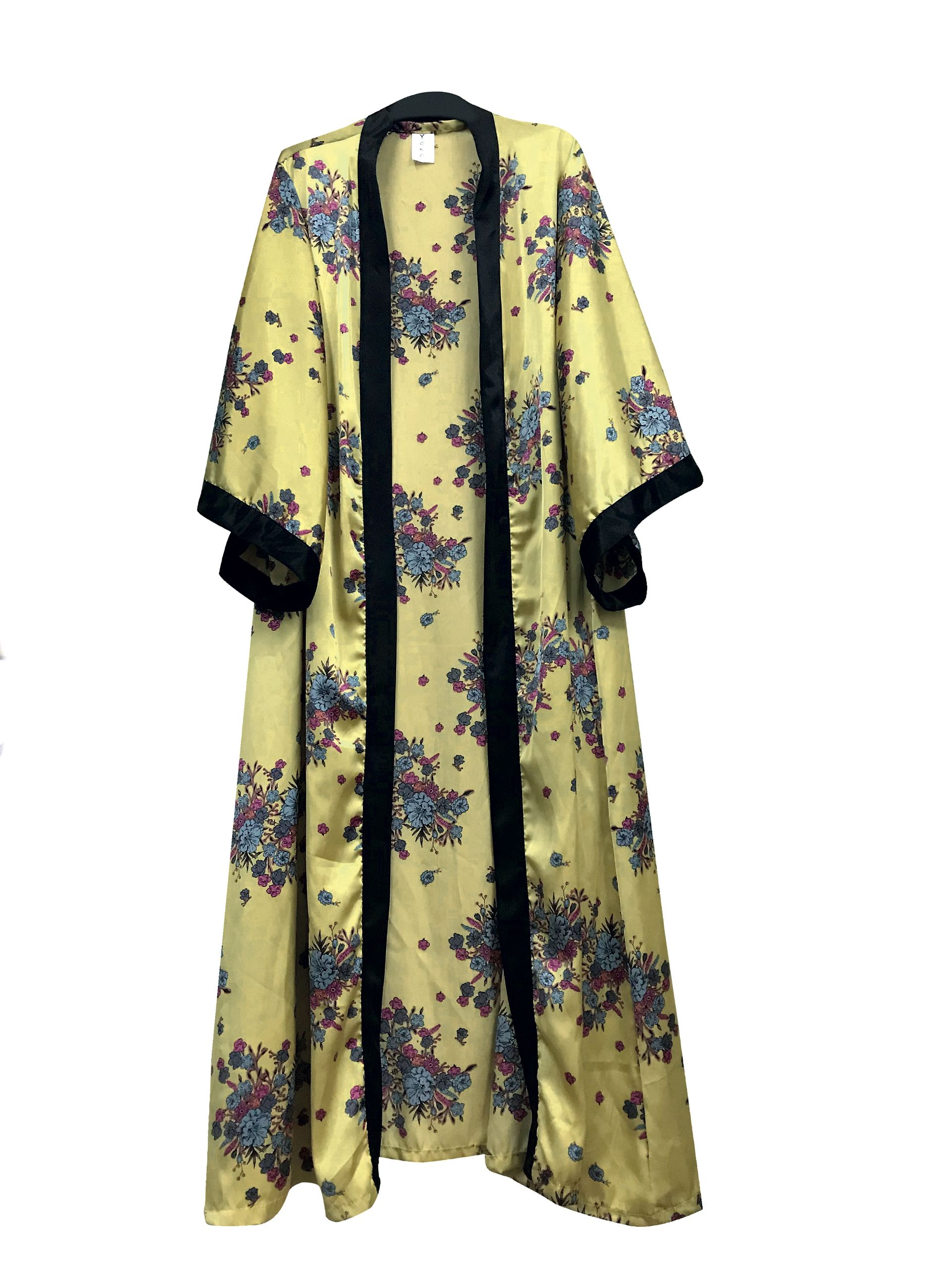Kimono de satén ($ 1.499, Yoko).