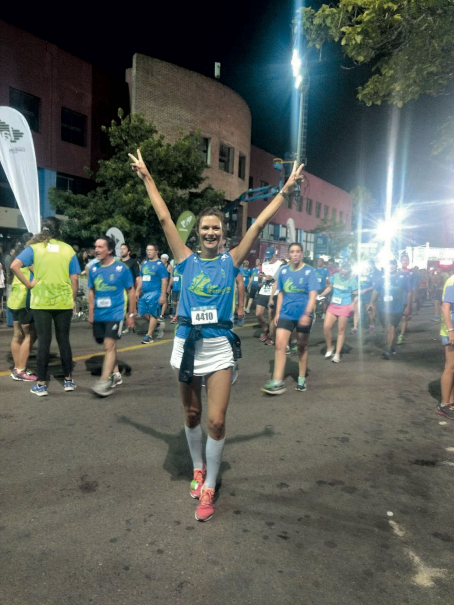 Corriendo, una pasión que descubrió hace tres años y la tiene súper entusiasmada.