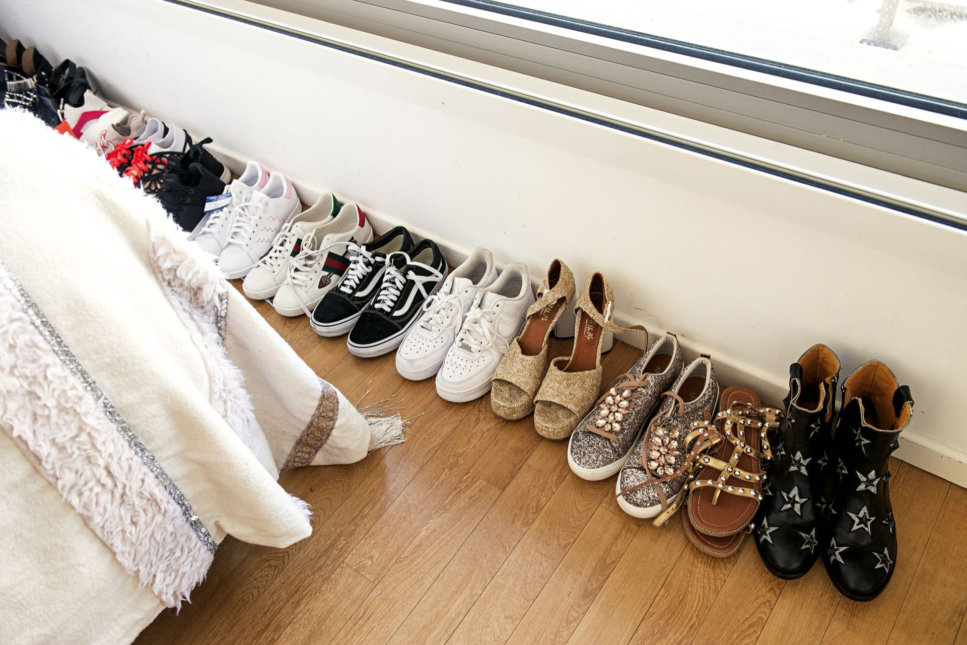 """más de 400 pares de zapatos (""""algunos los tengo en la casa de mis papás porque no me entran"""", aclara),"""