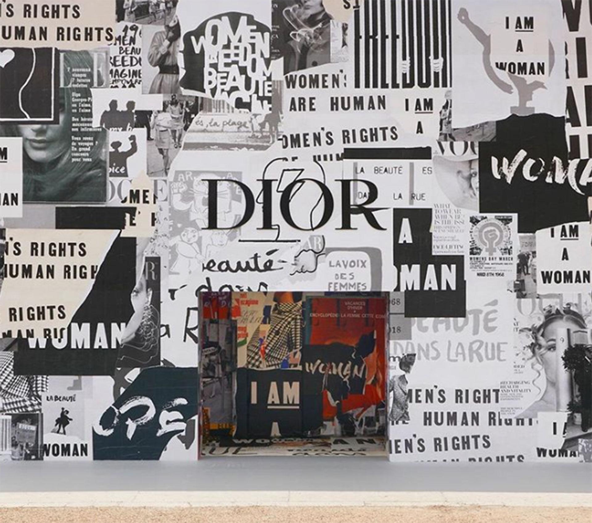 La fachada con la que se encontraban los invitados al desfile anticipaban el espíritu revolucionario del desfile de Dior.