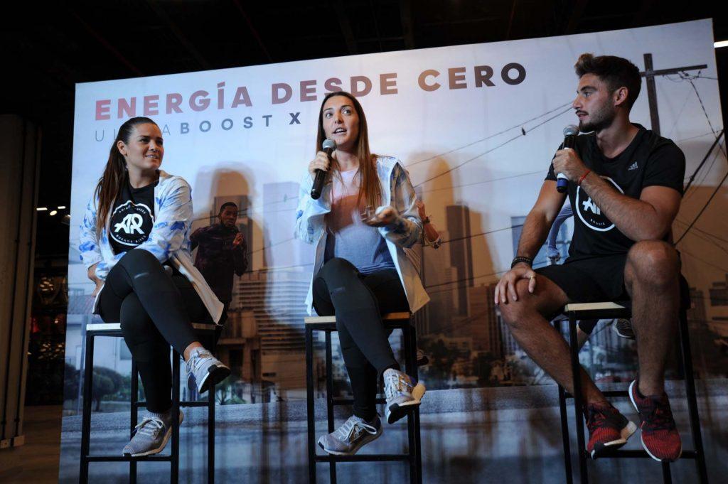 La corredora Constanza Núñez, junto a los conductores del evento, contó cómo cambió su calidad de vida una vez que empezó a correr.