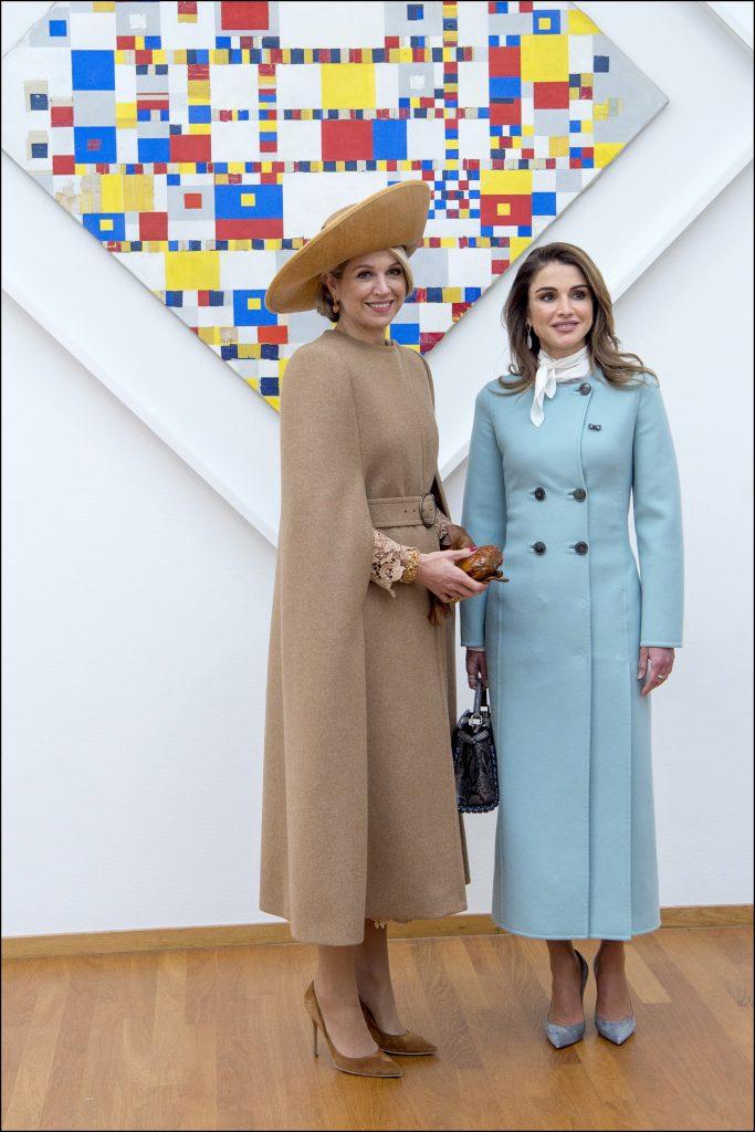Primer duelo de estilo del día, por un lado Máxima y su apuesta trendstter y Rania elegante y conservadora