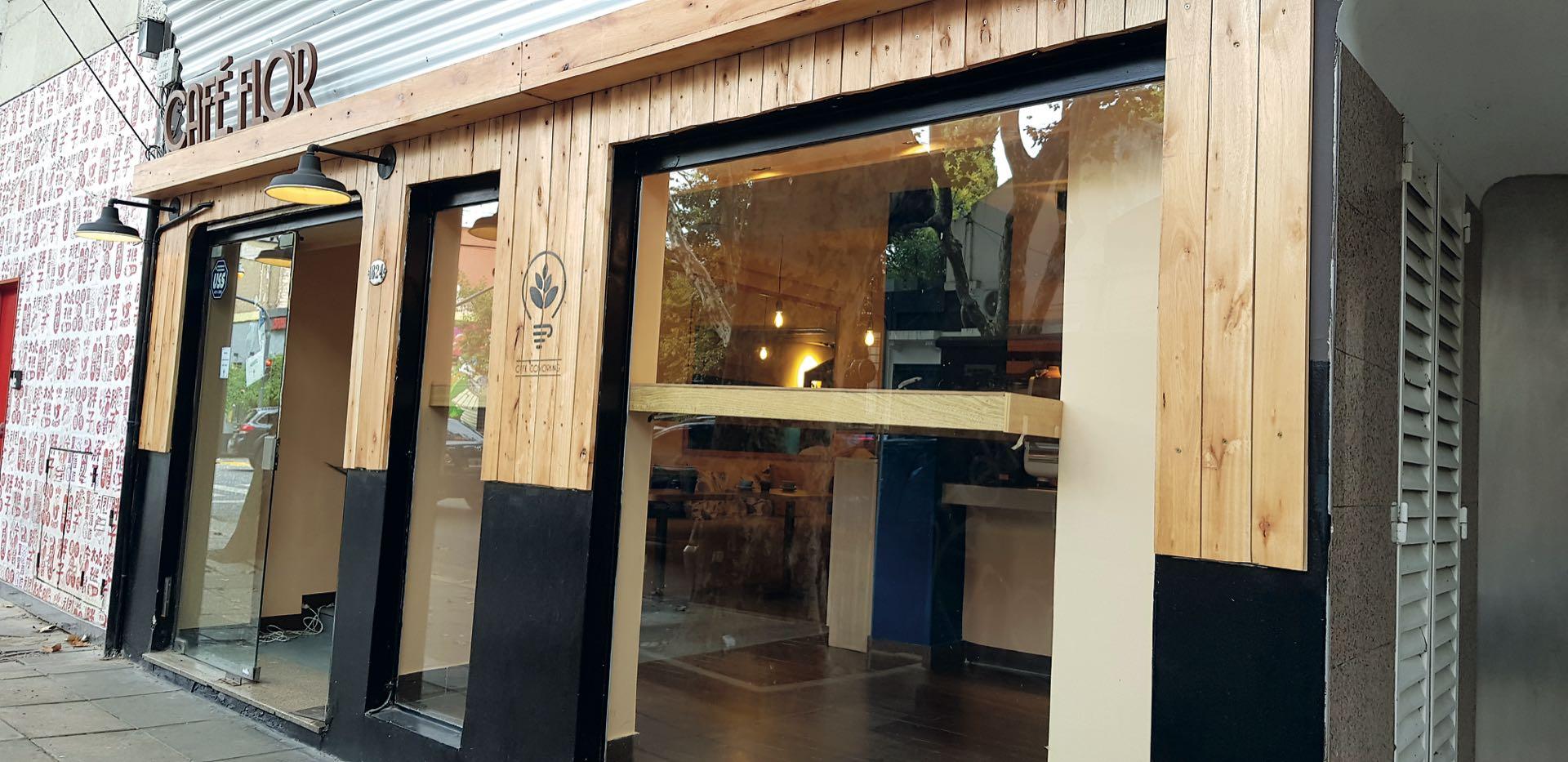 CAFÉ FLOR xBuen café y servicios que pagás por hora. 1 hora, $ 100; 3 horas $ 250; 1 día, $ 450.