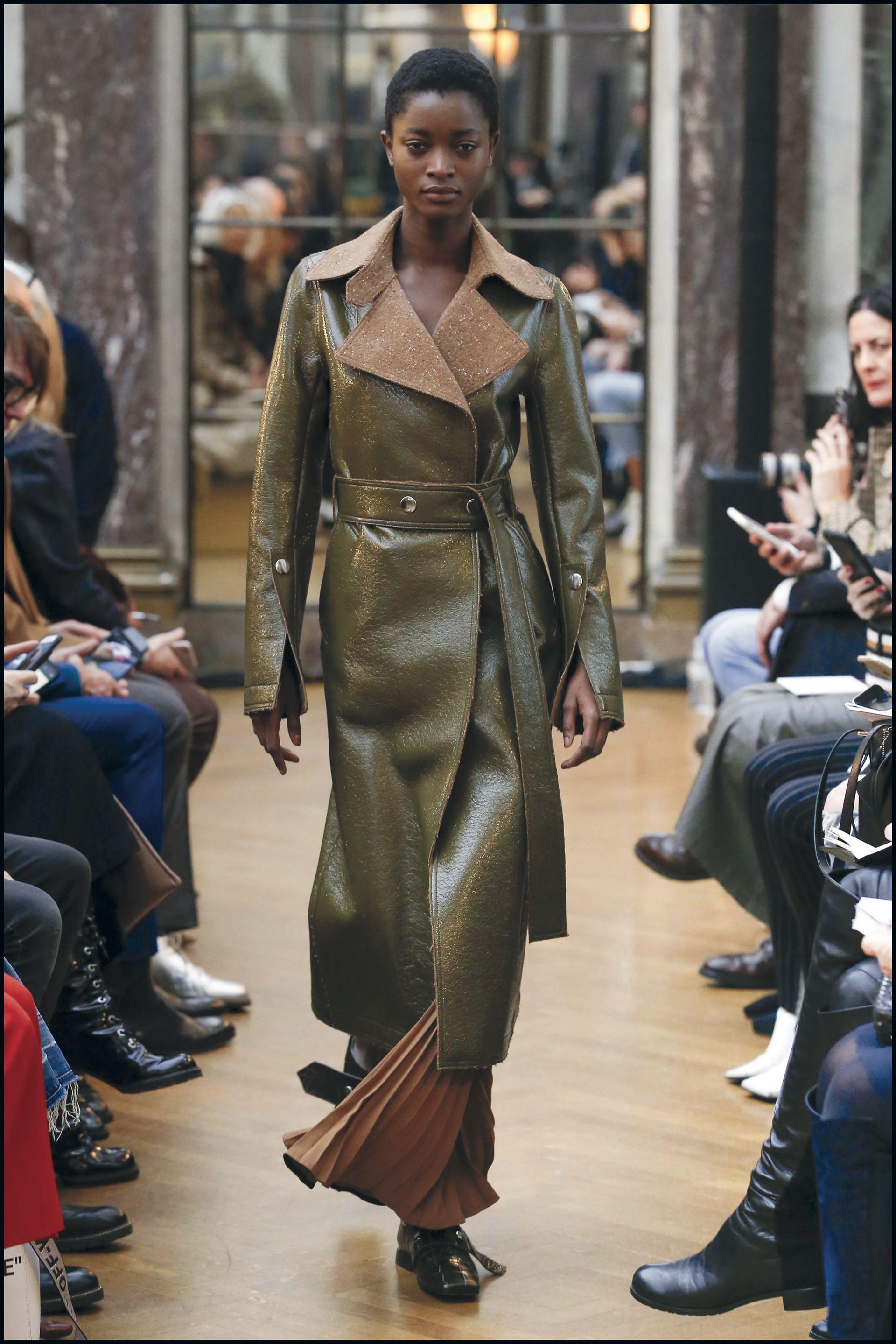 Triunfaron las leggings fusseau, faldas por el tobillo, buzos con capucha y largos abrigos.
