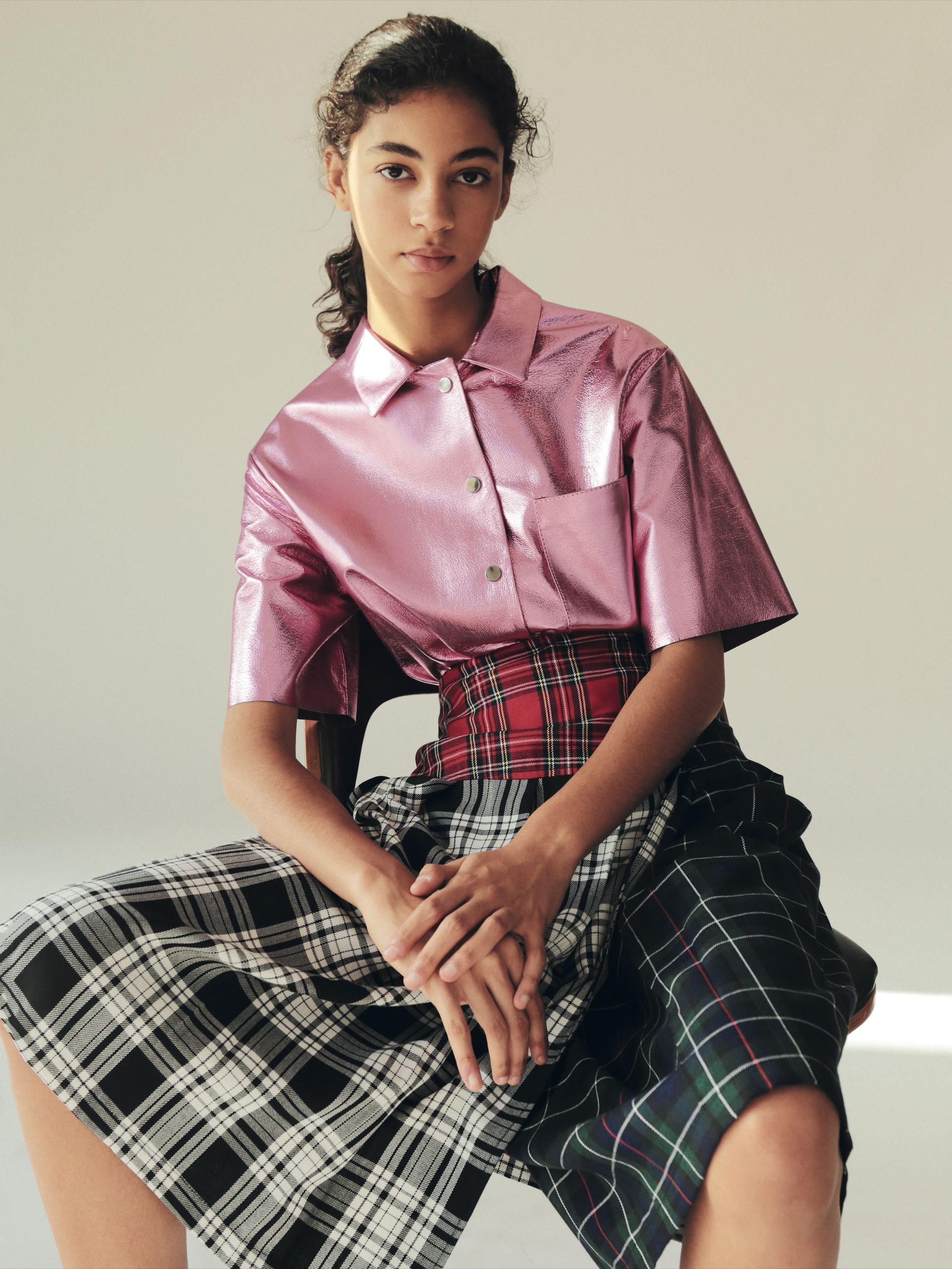 Fue elegida por models.com como una de las revelaciones de la temporada.