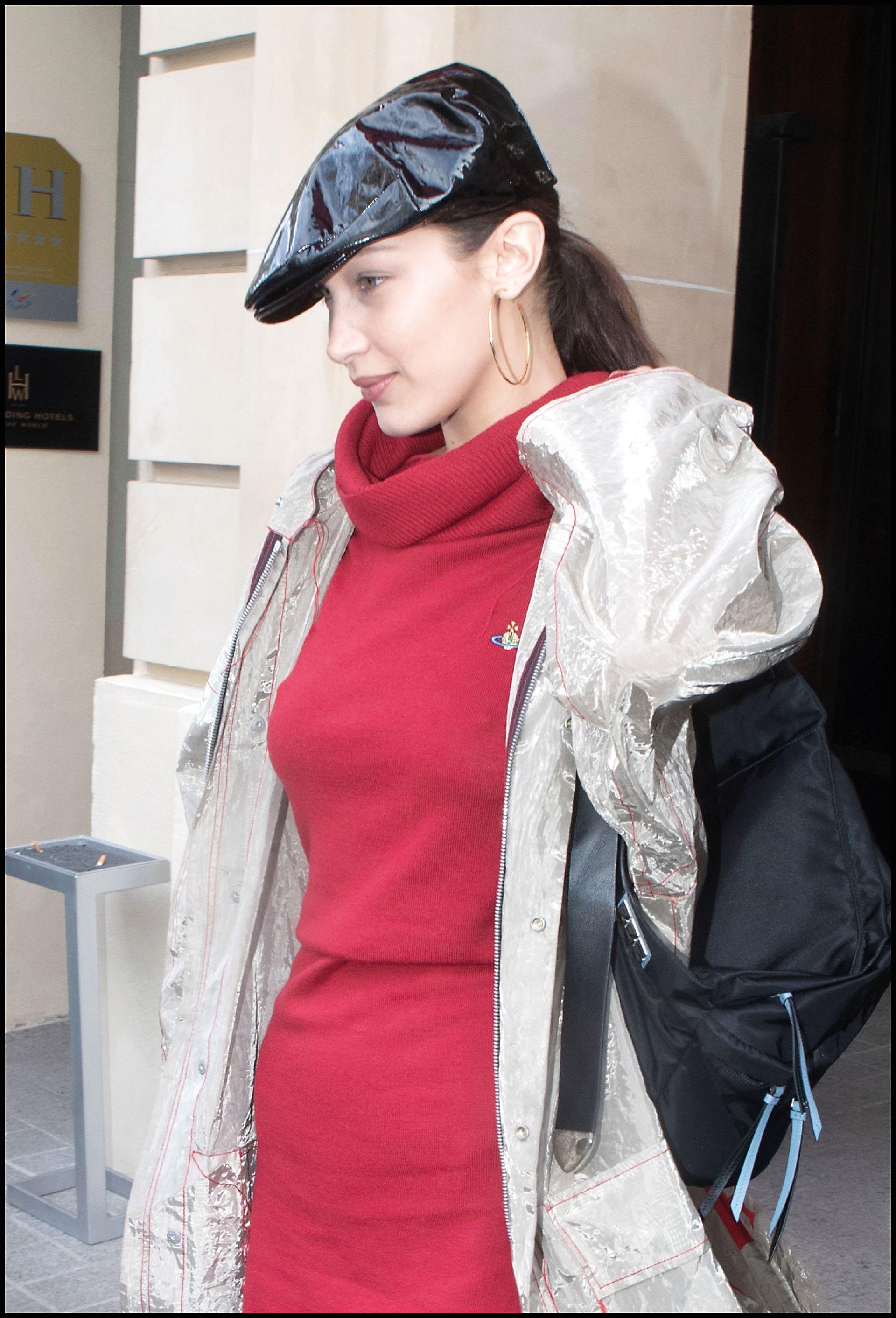Bella Hadid se inclinó por esta tendencia en complementos como boinas.
