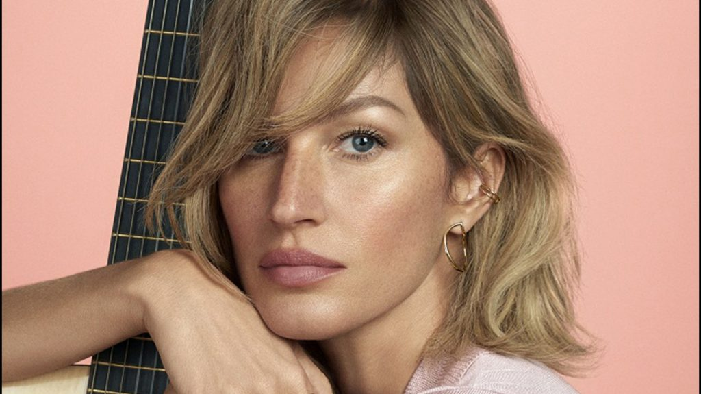 "Gisele Bundchen pose pour la campagne publicitaire de ""Bossa Nova"". Sao Paulo, le 10 avril 2018. Gisele Bundchen trades in her normally long blonde tresses for a wavy bob! Named the face of Brazilian jeweler Vivara, the 37-year-old wears a short haircut in the ëBossa Novaí 2018 campaign."