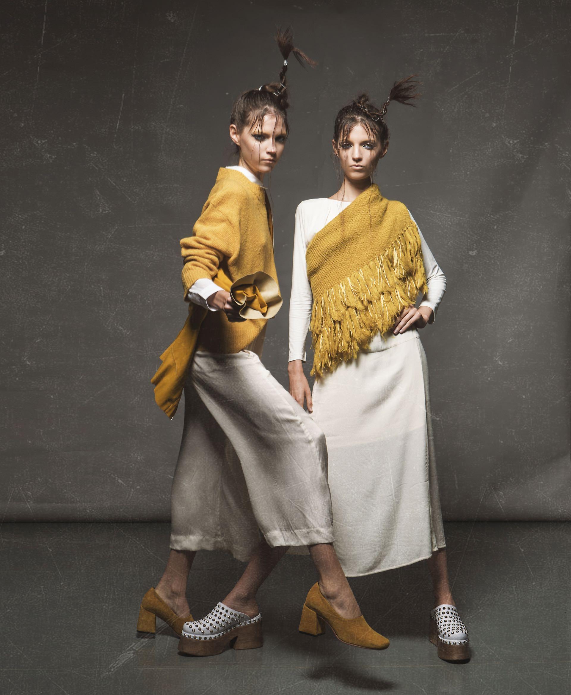 Camisa larga de voile de algodón ($ 1.490, Wanama), suéter tejido (Inversa), pantacourt sedoso con lazo (Cher), campera de cuero ecológico ($ 4.637, Mirta Armesto) y zapatos de gamuza (Mishka). Vestido de crepé con tajo ($ 2.980, Mishka), suéter con flecos ($ 2.486, La Cofradía) y zuecos de cuero con tachas ($ 3.400, Viajo). Vestido de crepé con tajo ($ 2.980, Mishka), suéter con flecos ($ 2.486, La Cofradía) y zuecos de cuero con tachas ($ 3.400, Viamo).
