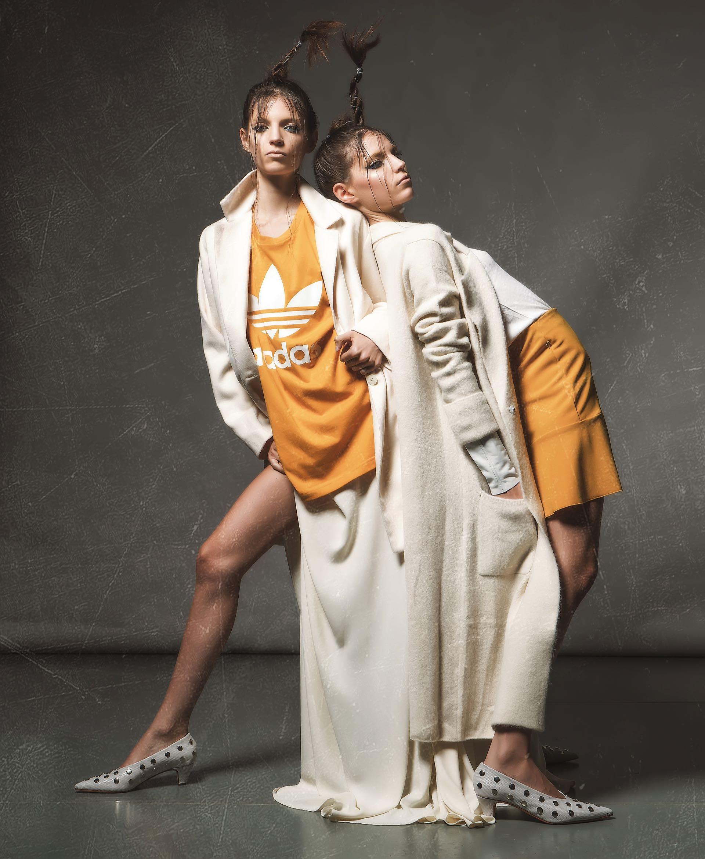 Tapado de paño (Zhoue), remera estampada ($ 1.099, adidas), falda de seda ($ 2.350, Melocotón) y stilettos de cuero con tachas ($ 6.900, Saverio Di Ricci). Remera de algodón con puños de cuero ($ 1.180, Custo Barcelona), tapado de lana ($ 4.800, Kosiuko) y stilettos de cuero con tachas ($ 6.900, Saverio Di Ricci).