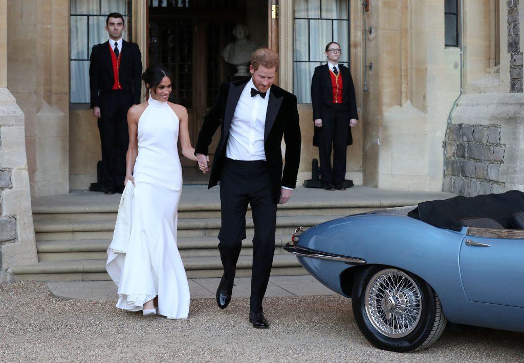 Los duques de Sussex saliendo del Castillo de Windsor camino a una recepción en la mansión Frogmore