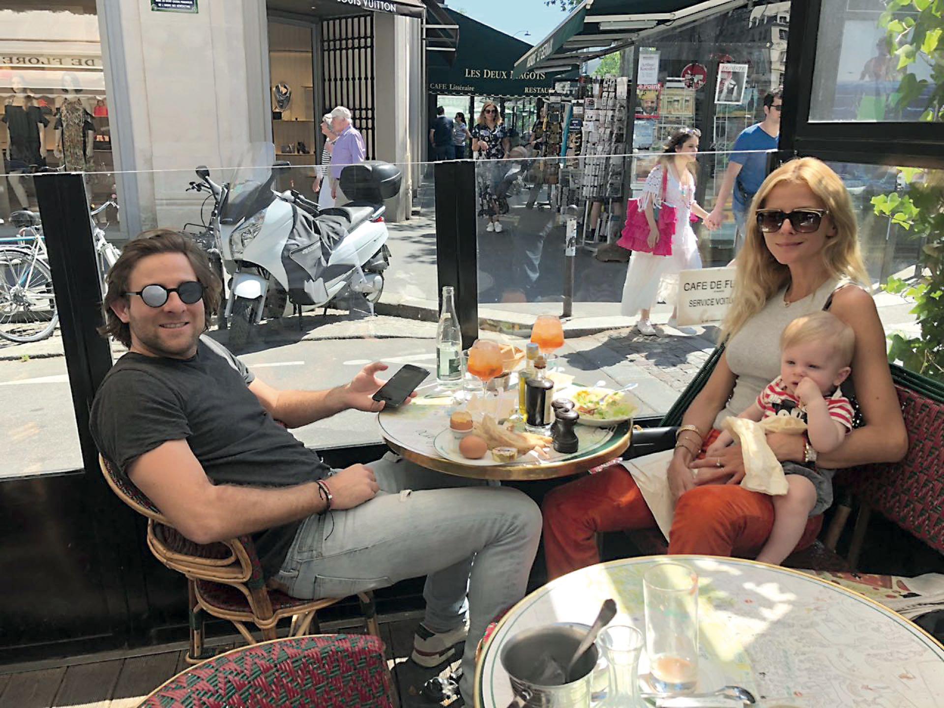 Almuerzo familiar de domingo, en París.