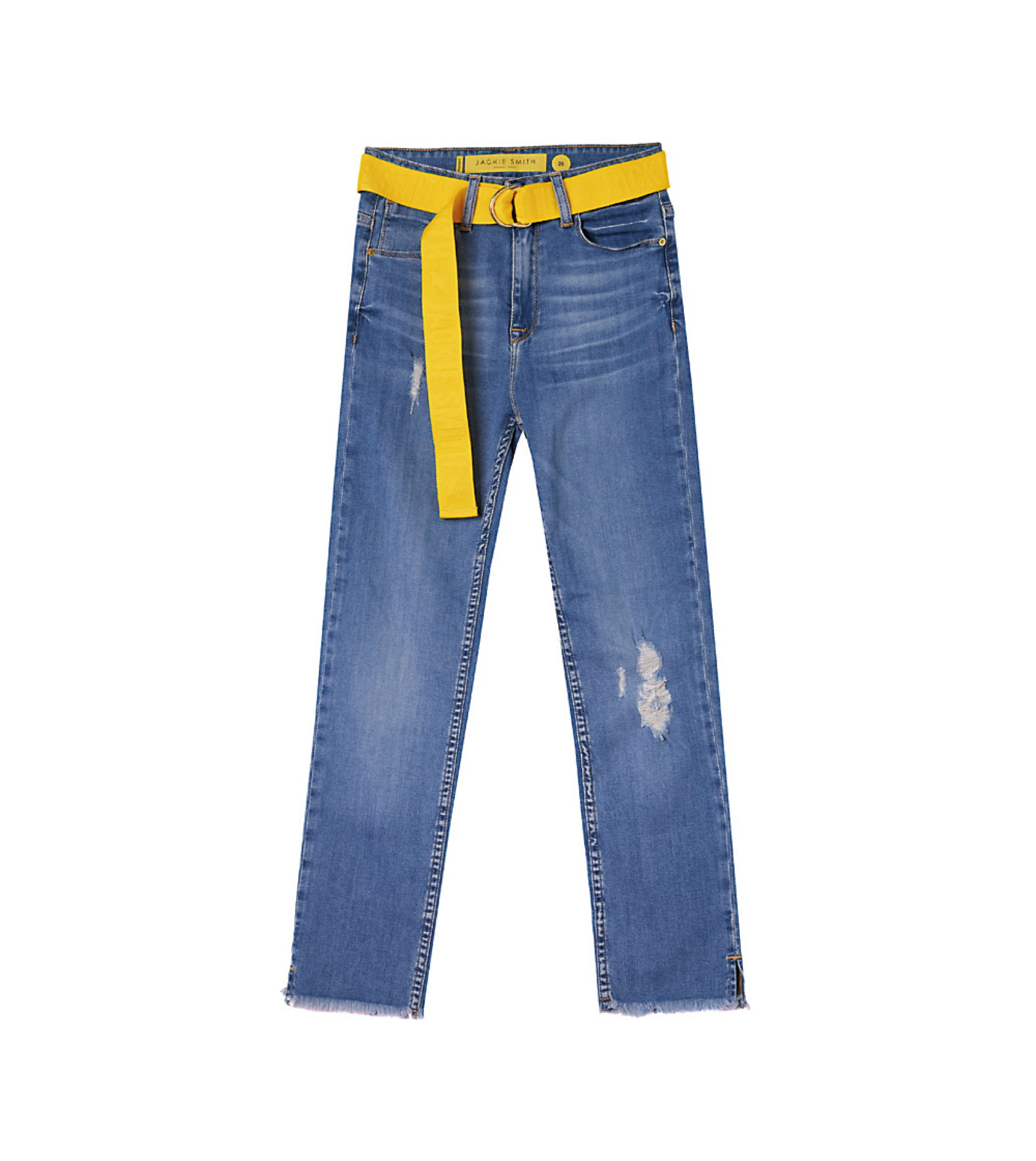 Jean con cinturón ($ 3.990, Jackie Smith). Botas de gamuza estampadas ($ 7.490, Jackie Smith).