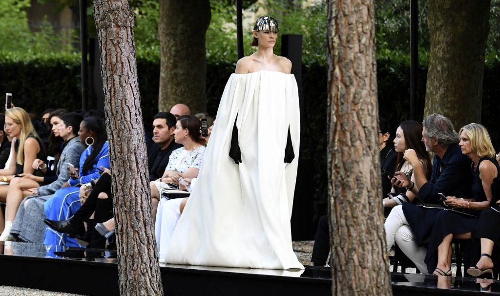 El primer desfile desde que falleció Givenchy en marzo de 2018