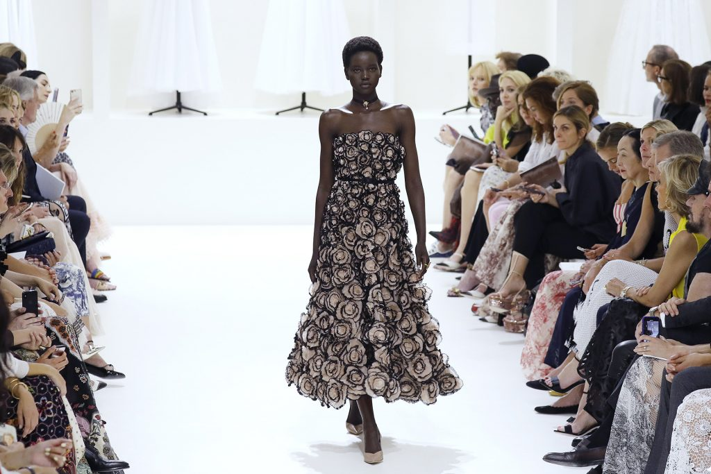 A model presents a creation by Christian Dior during the 2018-2019 Fall/Winter Haute Couture collection fashion show in Paris, on July 2, 2018. / AFP PHOTO / FRANCOIS GUILLOT