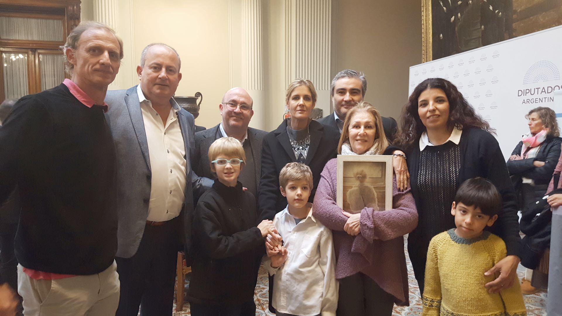 Ezequiel, Juan Carlos Marino, Juan Carlos Maceira, Paola, Cipriano y Ceferino junto a su abuela Pelusa y amigos de la familia Lo Cane.