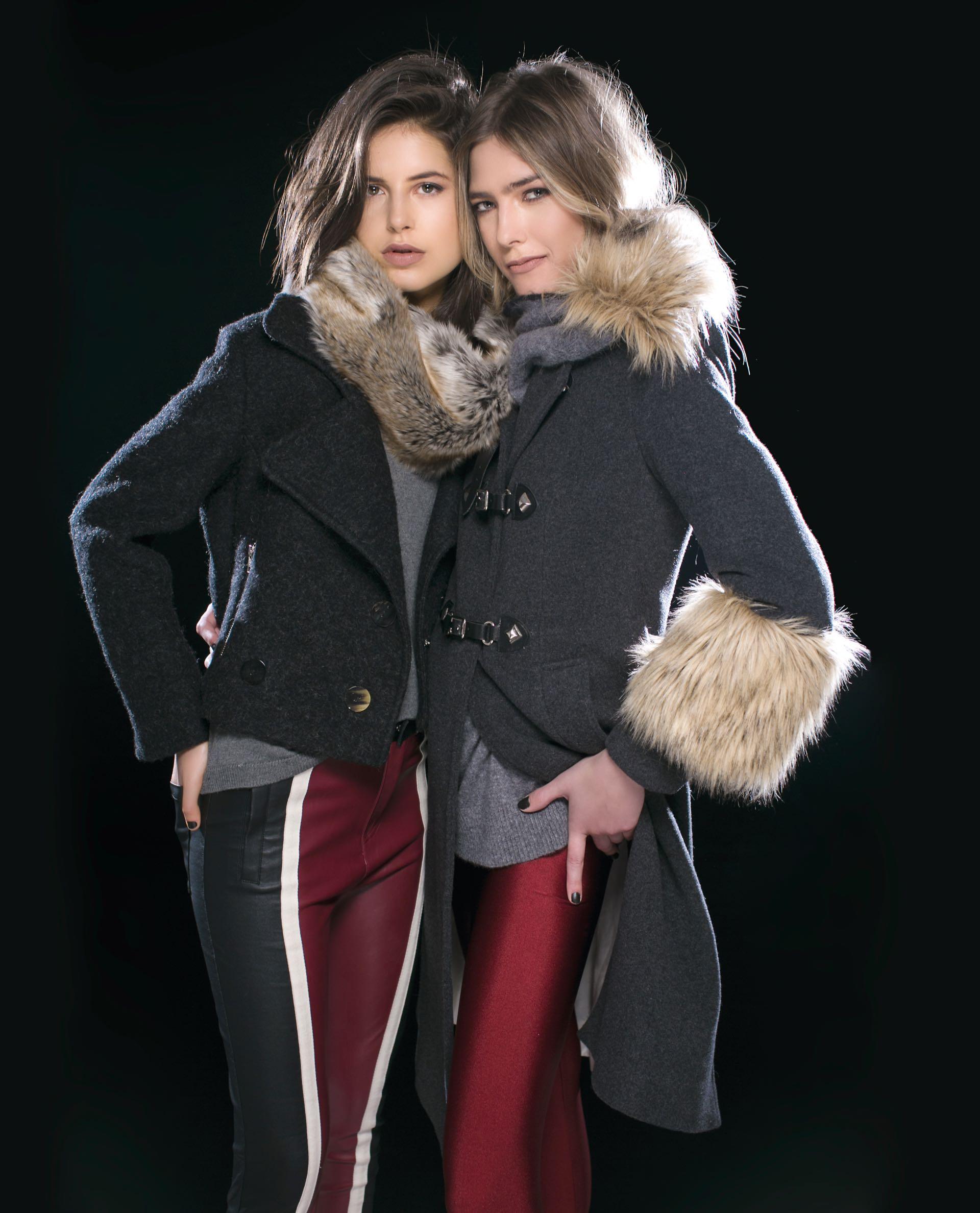 Gabi: chaqueta de bouclé y pantalón de cuero (antes $ 9.340, AHORA $ 7.480 y antes $ 2.560, AHORA $ 1.980, Mishka), suéter de lana con apliques de perlas (antes $ 2.700, AHORA $ 1.925, Wanama) y cuello de piel sintética (antes $ 2.800, AHORA $ 2.100, Vitamina). Milena: tapado de paño con cuello y puños de piel sintética (antes $ 9.800, AHORA $ 6.500, Uma) y suéter polera bicolor (antes $ 3.700, AHORA $ 2.300, Vitamina).