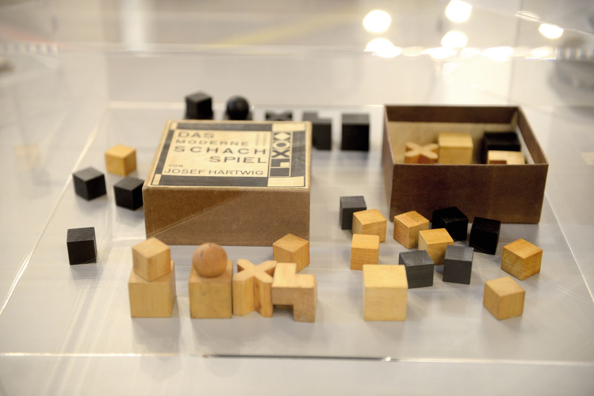 El ajedrez Bauhaus modelo XVI (1924).