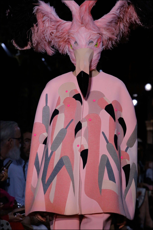 Si para Elsa Schiaparelli las mariposas eran una fuente de inspiración,Guyon eligió los flamencos.
