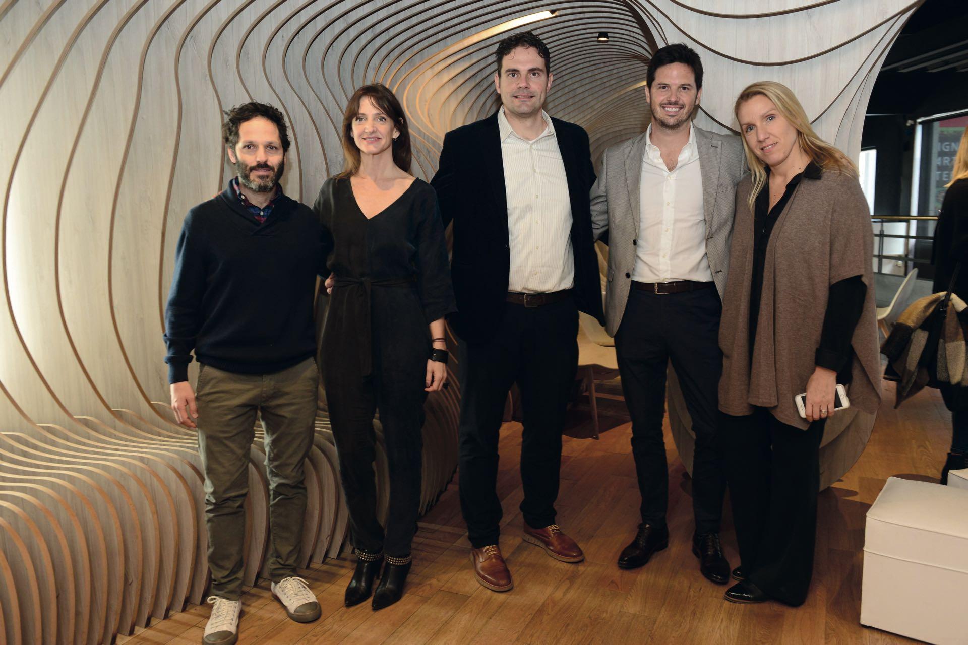 Marcela Molinari y el directorio ejecutivo de Editorial Atlántida