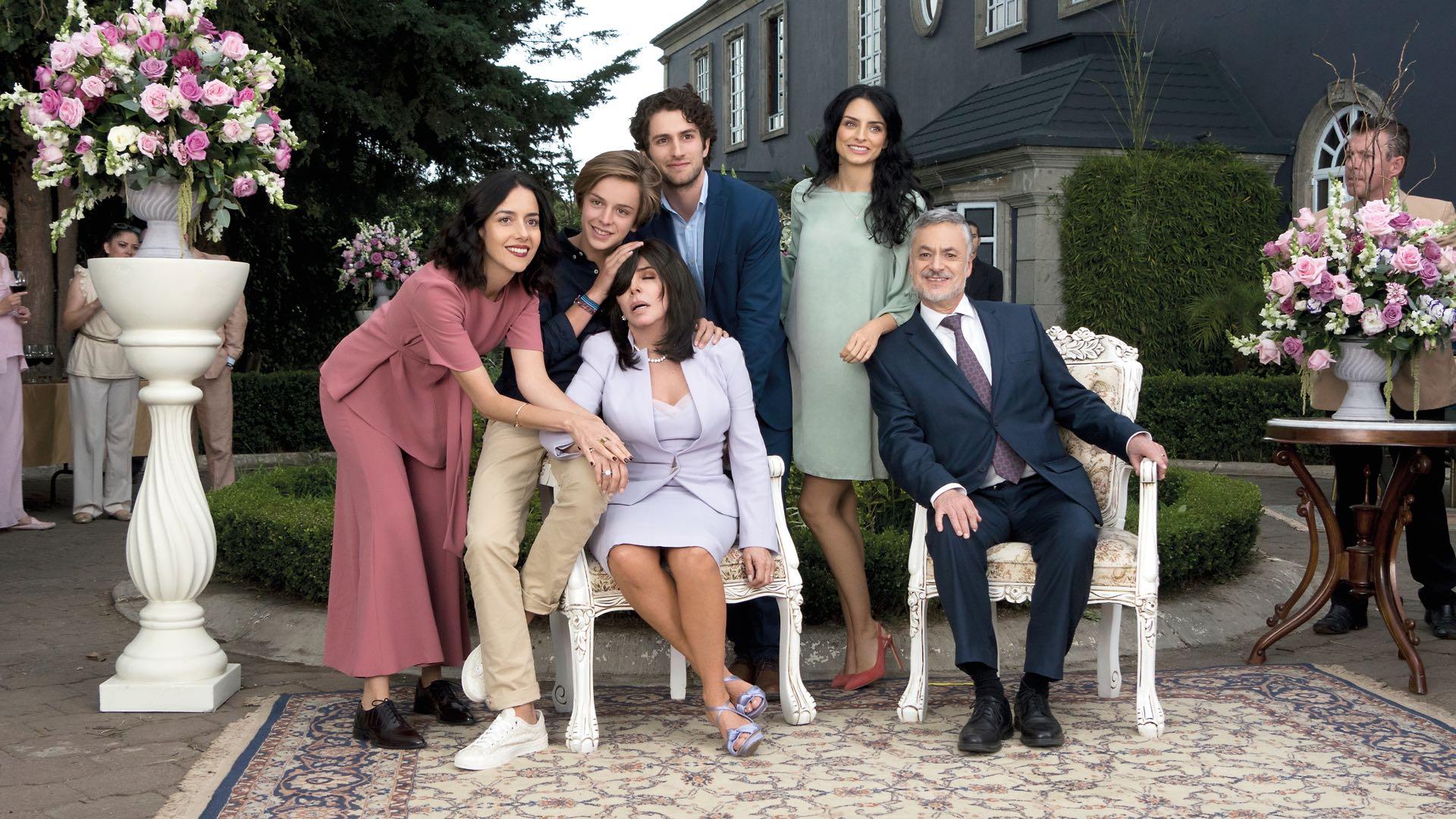 La casa de las flores devolvió a la pantalla a Verónica Castro, la reina de las telenovelas en los '80, en modo tevé streaming.