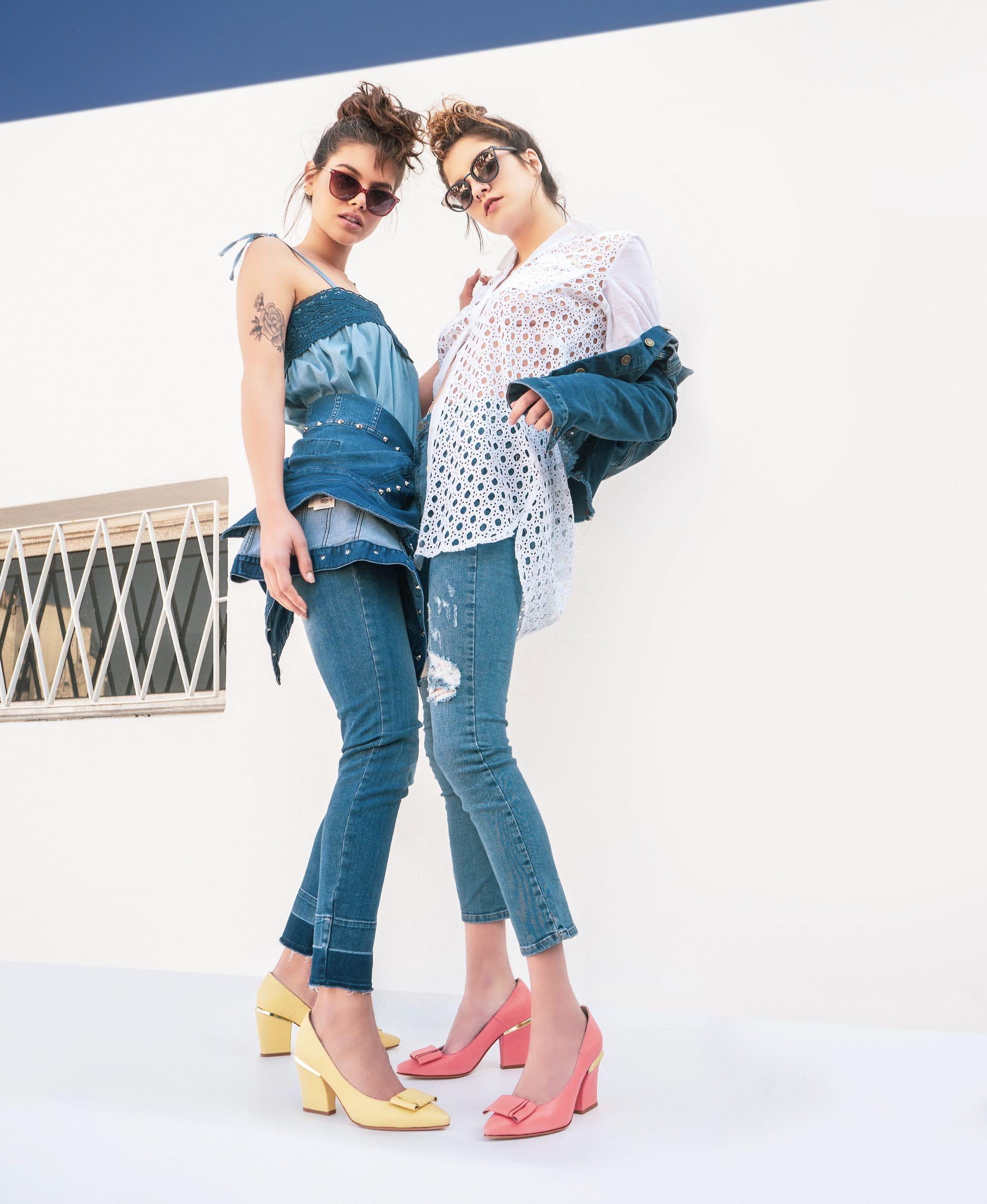 Male: chaqueta de jean con tachas ($ 1.450, Kevingston), top de jean ($ 1.694, La Cofradía), jean sin ruedo ($ 2.058, Julien), stilettos de cuero con moño (Saverio Di Ricci) y anteojos de sol ($ 3.450, Orbital). Bianca: chaqueta de jean con tachas (Riffle jeans), camisa de broderie de algodón ($ 6.000, Rafael Garófalo), jean con roturas ($ 1.848, La Cofradía), stilettos de cuero con moño (Saverio Di Ricci) y anteojos de sol ($ 4.400, Orbital). (Foto: Juan Jauregui/ Para Ti)