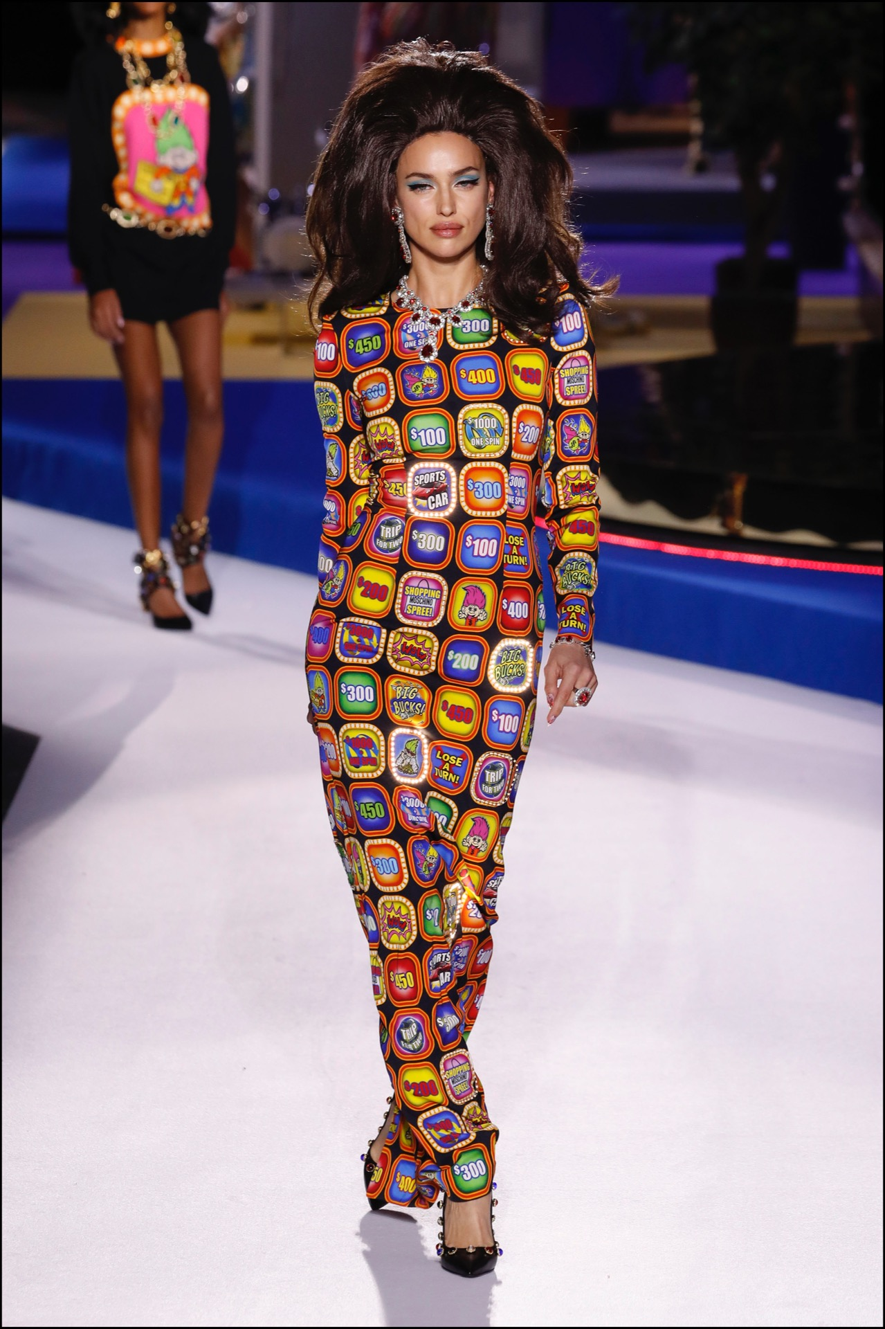 "Irina Shayk - DÈfilÈ Moschino ""Collection PrÍt-‡-Porter Automne-Hiver 2019/2020"" lors de la Fashion Week de Milan (MLFW), le 22 fÈvrier 2019. Moschino Fashion Show ""Ready-to-Wear Fall-Winter 2019/2020"" at Milan Fashion Week, February 22nd, 2019."