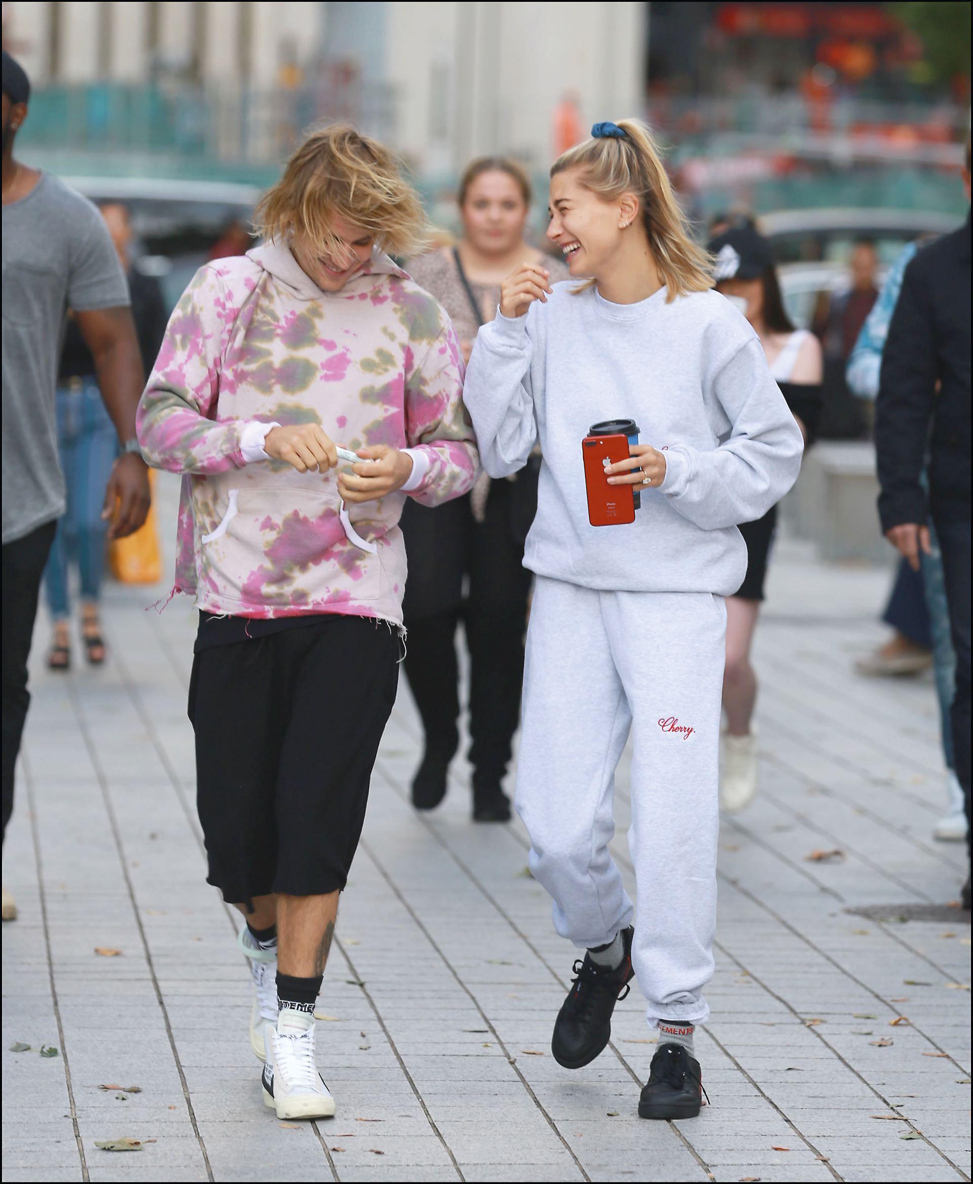 Justin y Hailey son fanáticos de las prendas oversize. Buzos y pantalones anchos son sus predilectos.