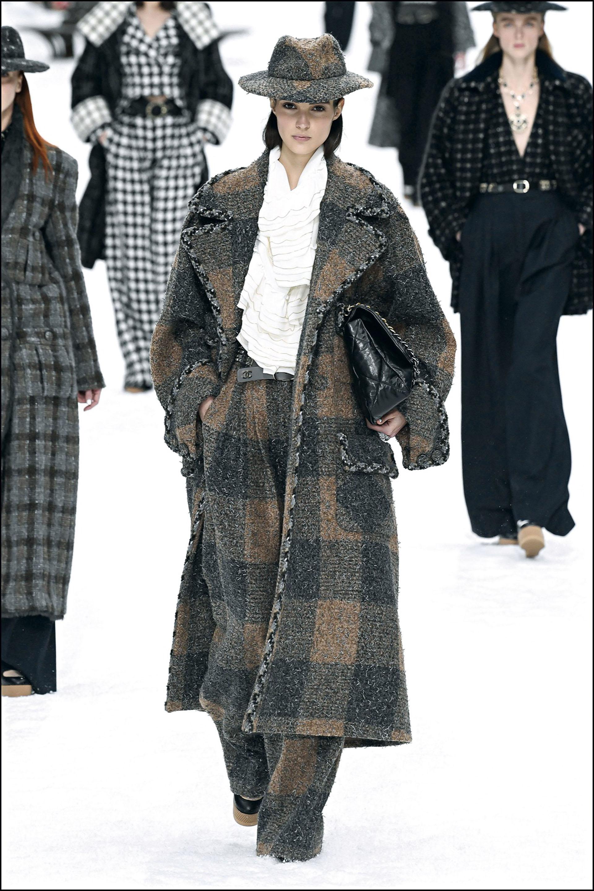Mannequin - DÈfilÈ de mode Chanel collection prÍt-‡-porter Automne-Hiver au Grand Palais lors de la fashion week ‡ Paris, le 5 mars 2019. PAP F/W 2019/2020 Chanel fashion show in Paris. On march 5th 2019