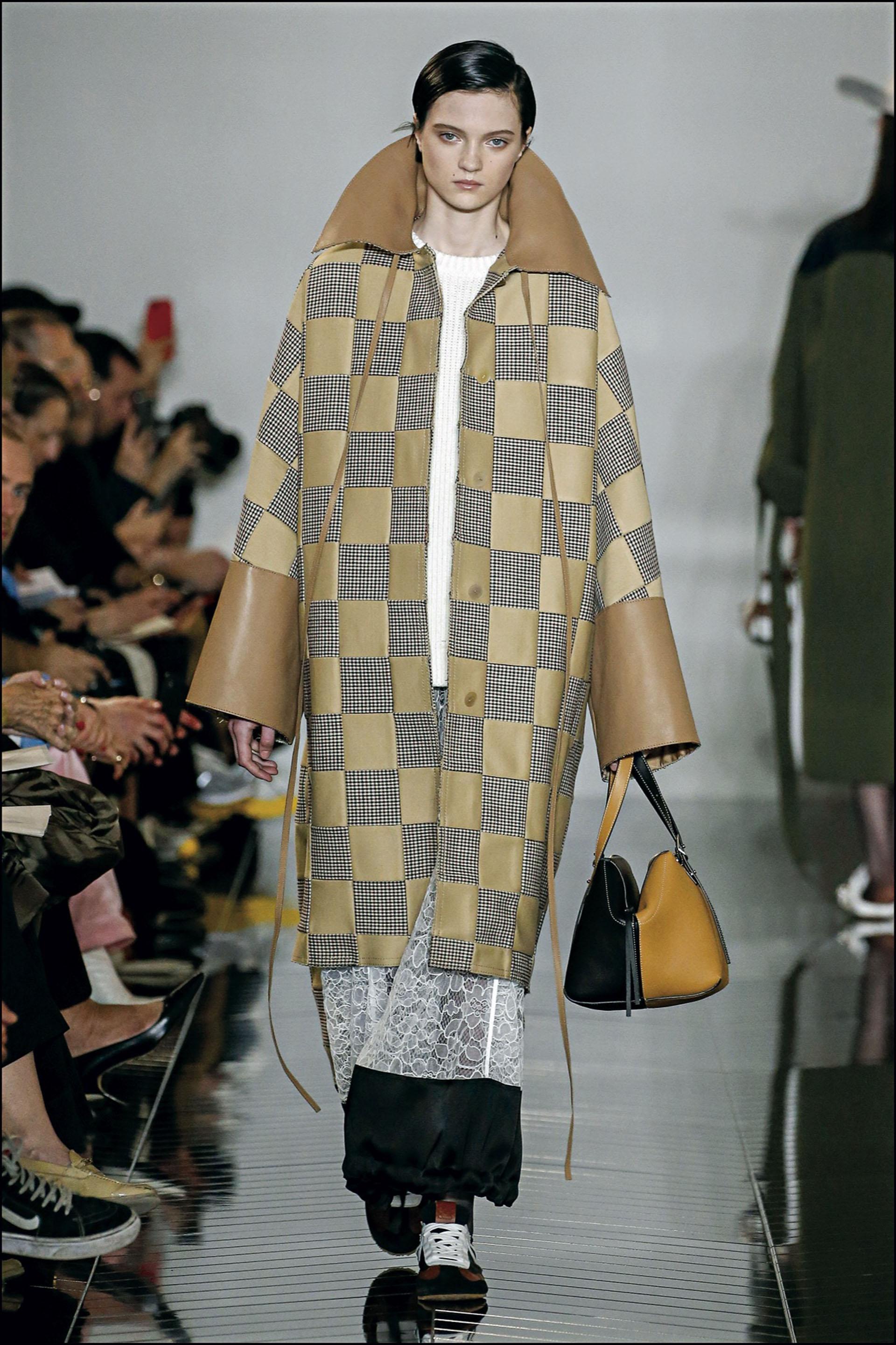 Mannequin - DÈfilÈ de mode Loewe collection prÍt-‡-porter Automne-Hiver 2019/2020 lors de la fashion week ‡ Paris, le 1er mars 2019. Loewe fashion show ready-to-wear Fall-Winter 2019/2020 during the fashion week in Paris, France, on March 1st 2019.