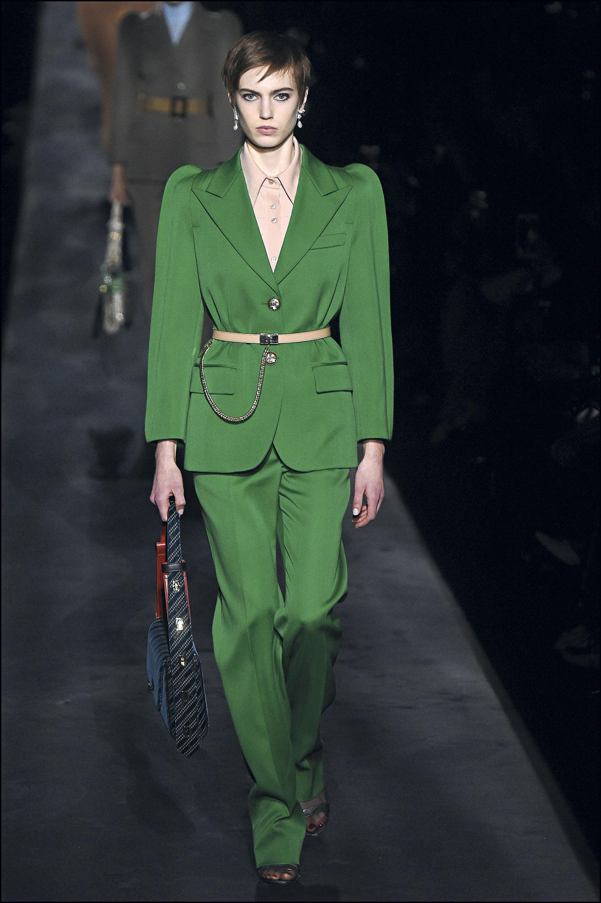 Mannequin pendant le dÈfilÈ de mode Givenchy collection prÍt-‡-porter Automne-Hiver lors de la fashion week ‡ Paris, France, le 3 mars 2019. A model walks the runway during the Givenchy show as part of the Paris Fashion Week Womenswear Fall/Winter 2019/2020 in Paris, France on March 03, 2019.
