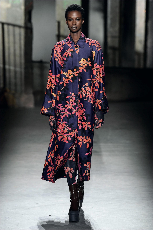 "DÈfilÈ Dries Van Noten ""Collection PrÍt-‡-Porter Automne/Hiver 2019-2020"" lors de la Fashion Week de Paris, le 27 fÈvrier 2019. Dries Van Noten Fashion Show ""Ready-to-Wear Fall/Winter 2019-2020"" at Paris Fashion Week, February 27th, 2019."