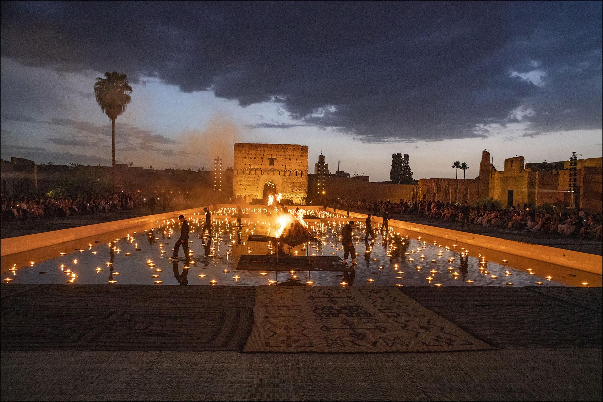 La espectacular escenografía: antorchas, velas y tapices vistieron el Palacio