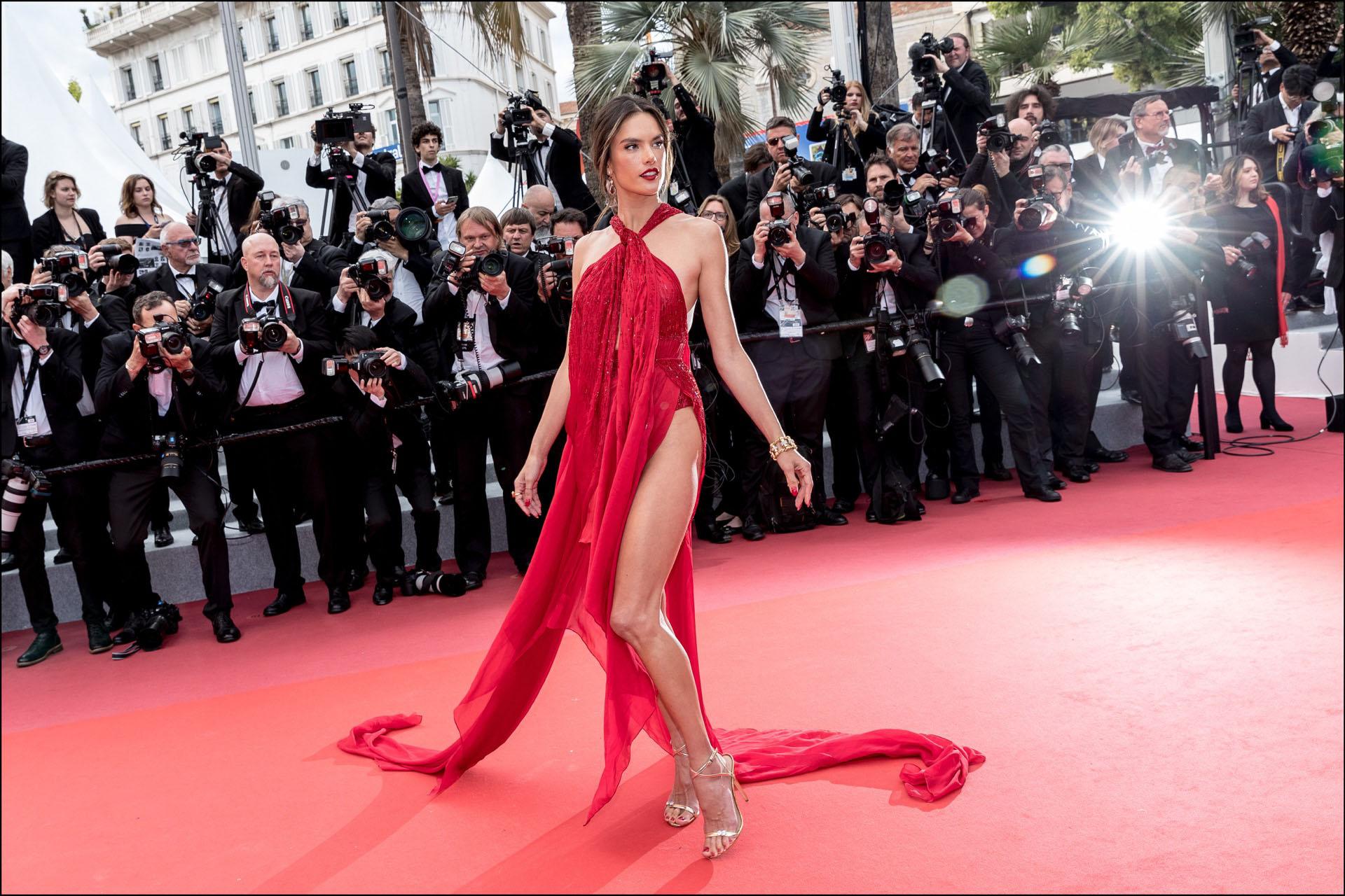 """Alessandra Ambrosio - MontÈe des marches du film """"Les MisÈrables"""" lors du 72Ëme Festival International du Film de Cannes. Le 15 mai 2019 --- Red carpet for the movie """"Les Miserables"""" during the 72th Cannes International Film festival. On may 15th 2019"""
