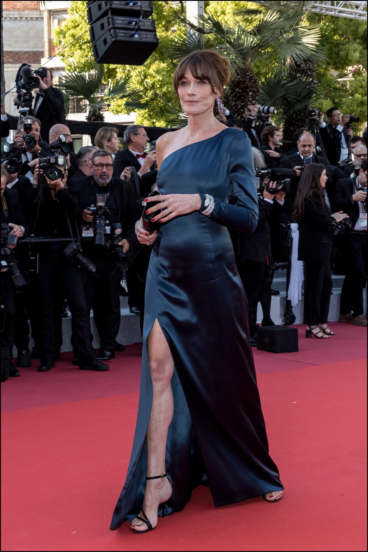 """Carla Bruni Sarkozy - MontÈe des marches du film """"Les MisÈrables"""" lors du 72Ëme Festival International du Film de Cannes. Le 15 mai 2019 --- Red carpet for the movie """"Les Miserables"""" during the 72th Cannes International Film festival. On may 15th 2019"""