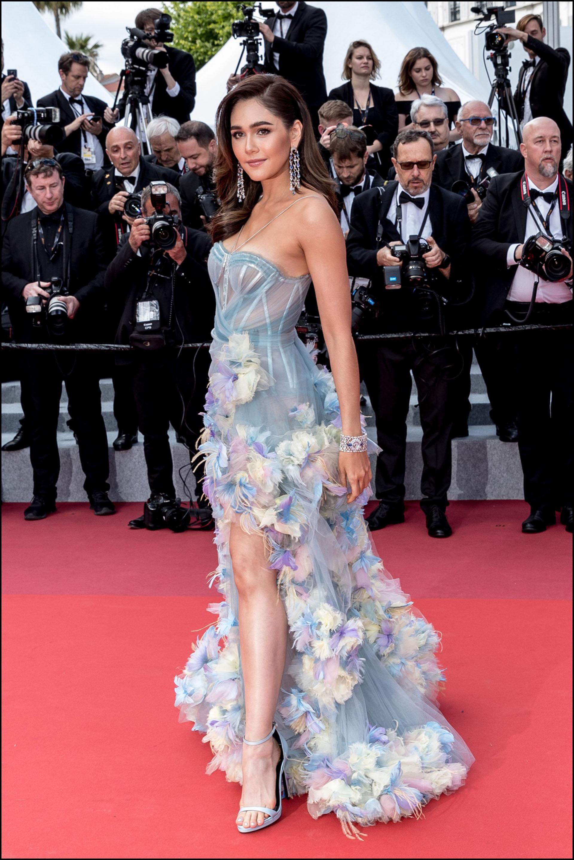 """Araya A. Hargate - MontÈe des marches du film """"Les MisÈrables"""" lors du 72Ëme Festival International du Film de Cannes. Le 15 mai 2019 --- Red carpet for the movie """"Les Miserables"""" during the 72th Cannes International Film festival. On may 15th 2019"""