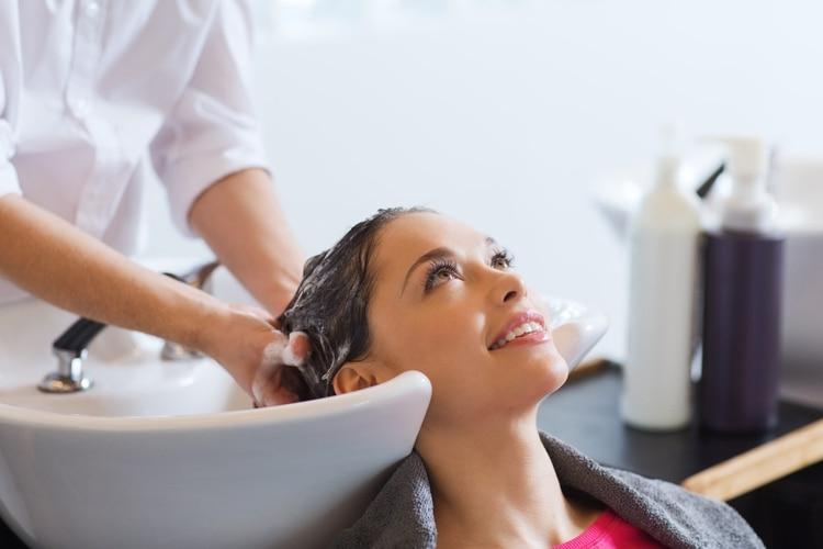 Los tratamientos en gabinete son ideales cuando el pelo presenta daños significativos o mucha caída.
