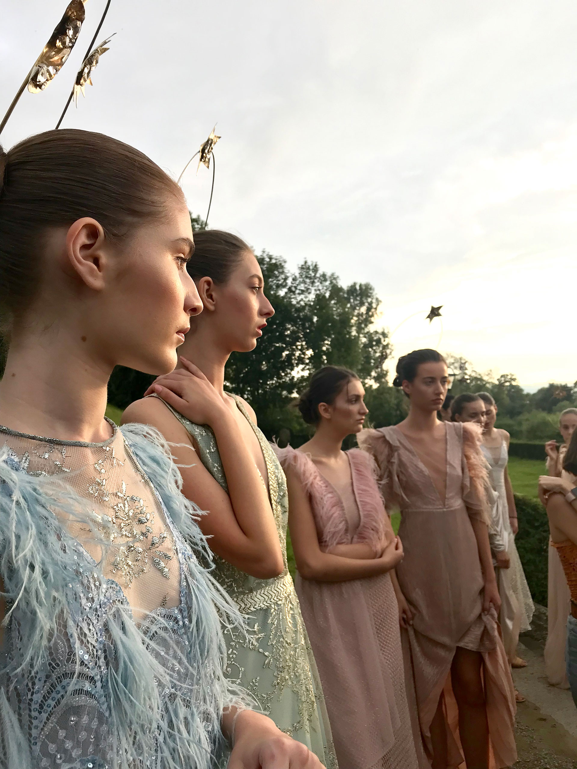 Las modelos listas para mostrar los diseños argentinos