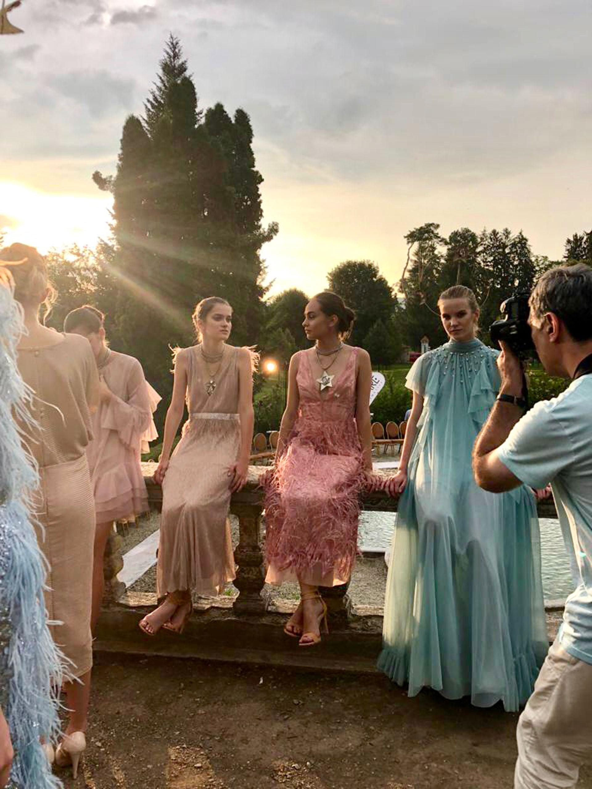 Celestial Queens fue presentada en un lugar de ensueño en Rumania y al aire libre.