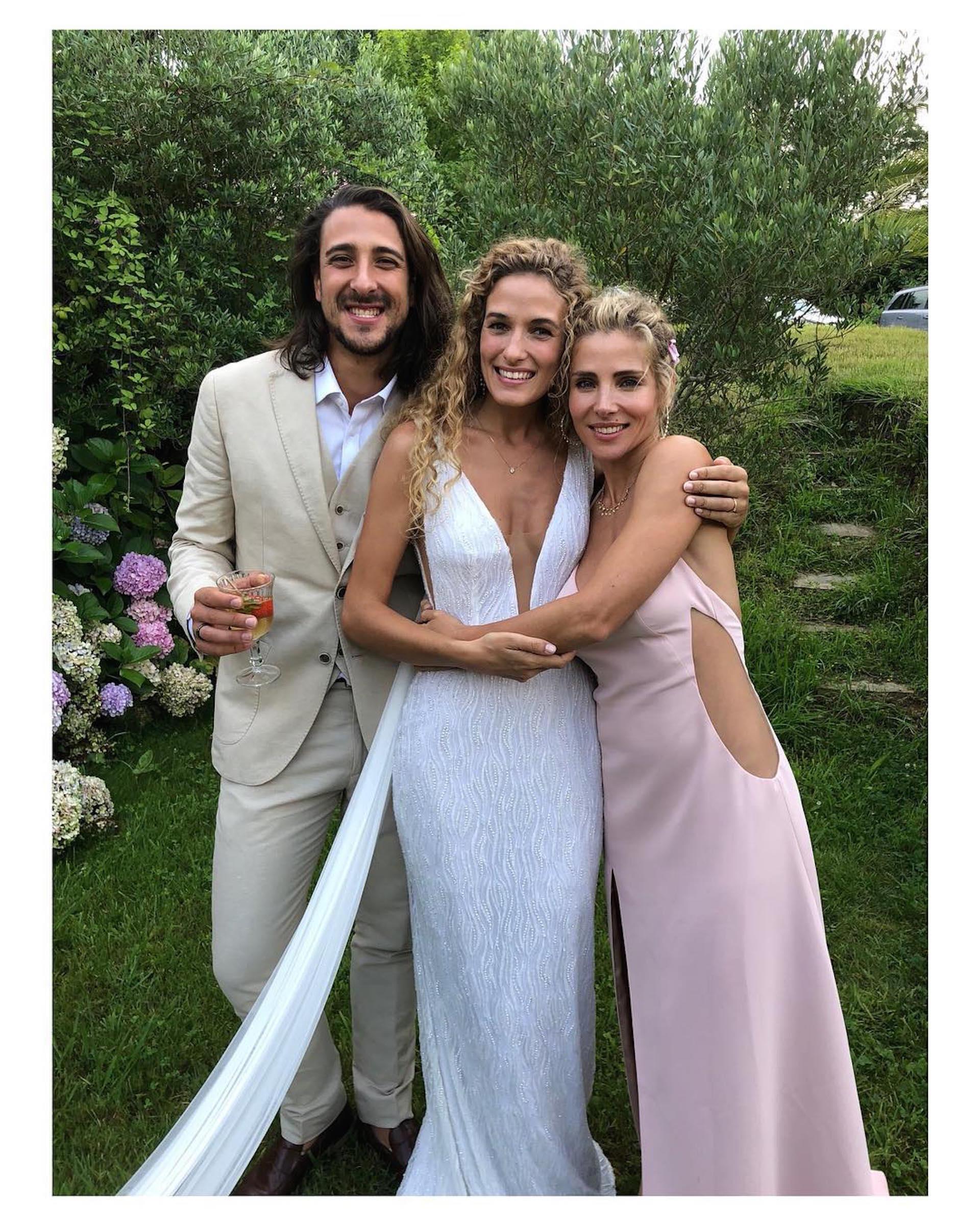 Elsa Pataky junto a su hermano Cristian Prieto y Silvia Serra, el día de su boda.