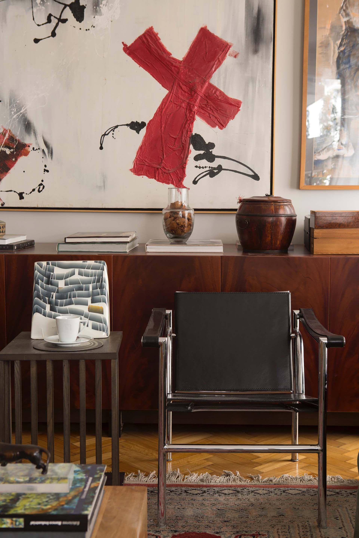 El arquitecto Rafael Cash logró mezclar en armonía las diferentes colecciones de muebles y objetos del dueño de casa.