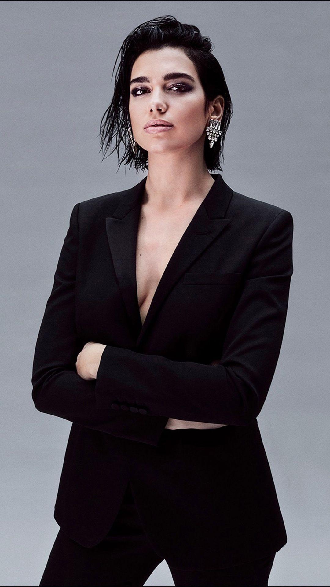 Dua Lipa ahora ícono de belleza. Será la embajadora de la nueva fragancia de YSL.