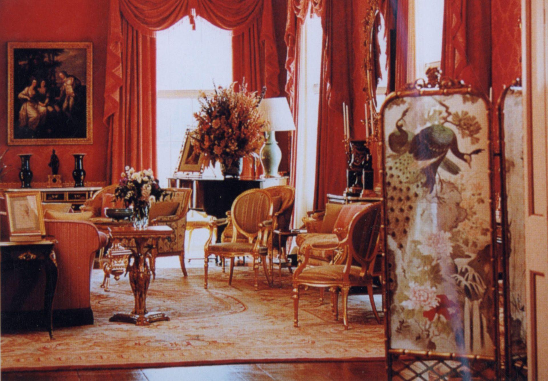 Una de las salas majestuosas de la mansión de los Spencer.